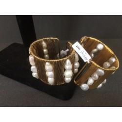 Brazalete con perla y chapa de oro