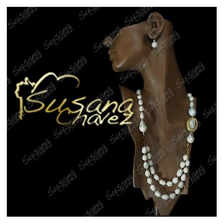 Collar de Perla y Calabazos blancos con accesorios de chapa de oro